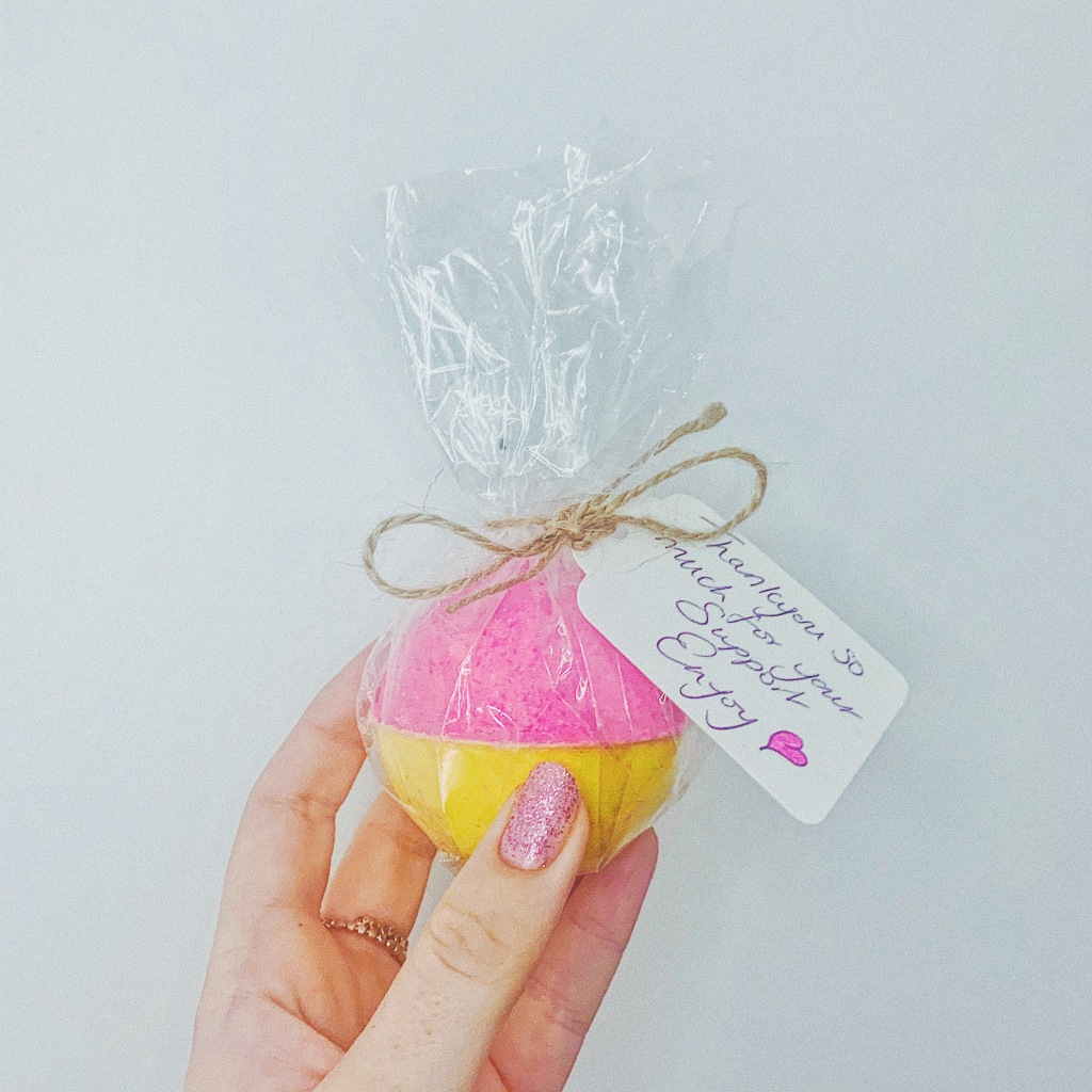 Bubble Trouble Rhubarb and Custard Bath Bomb