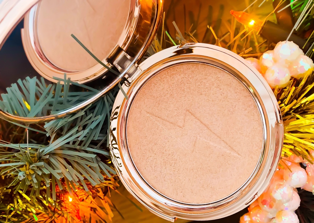 Jolie Beauty Second Skin Highlighter in the shade Saintly